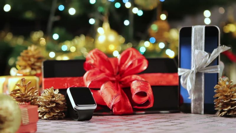 Le smartphone reste la star des cadeaux de Noël High-Tech en 2017