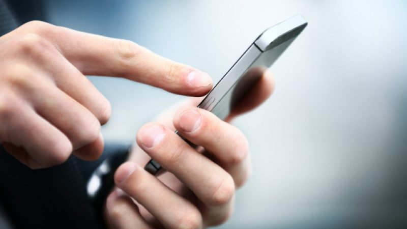 Nouvel An : Les SMS envoyés sont en baisse chez SFR et Orange, mais en hausse de 10% chez Free.