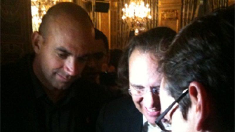 Clin d'oeil: Le fondateur de Twitter fait une démonstration de Square à Xavier Niel