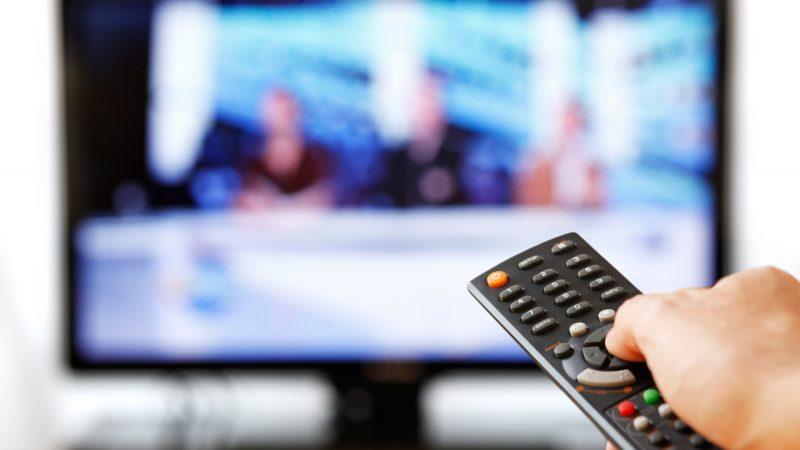 Qui sont les présentateurs et présentatrices de télévision préférés des français ?