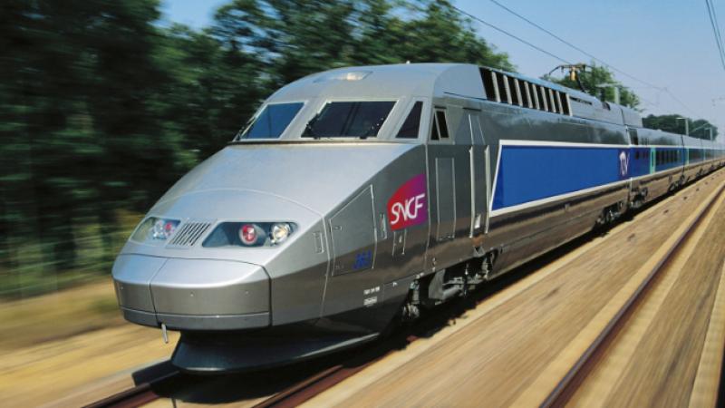 Grâce aux pylônes installés par Orange, la SNCF lance jeudi le wifi gratuit dans le TGV