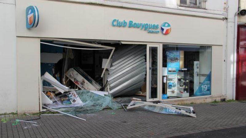 Une voiture-bélier fracasse une boutique Bouygues Télécom