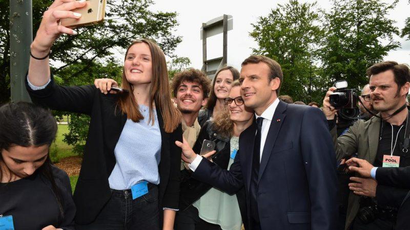 Emmanuel Macron promet « une accessibilité complète 3G/4G sous deux ans»