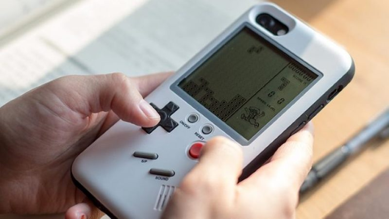Changer votre iPhone en Game Boy à l'aide d'une coque, c'est désormais possible