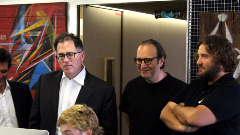 Clin d'oeil : Xavier Niel et le fondateur de Dell en visite à l'école 42