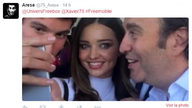 """Clin d'oeil : un """"selfie"""" du fondateur de Free au défilé Louis Vuitton Cruise 2016"""