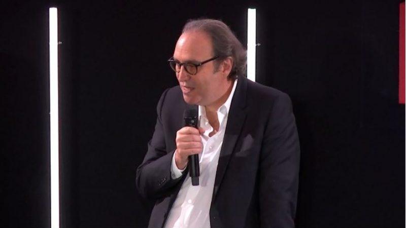 """Xavier Niel tacle les opérateurs pratiquant des promos à 5€/mois à vie """"de manière mensongère"""""""