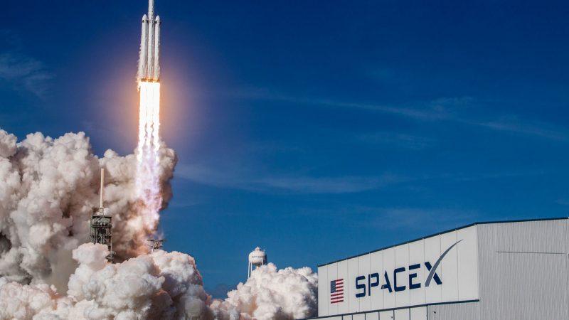 SpaceX a demandé une autorisation afin de déployer 30 000 satellites supplémentaires pour son projet Starlink