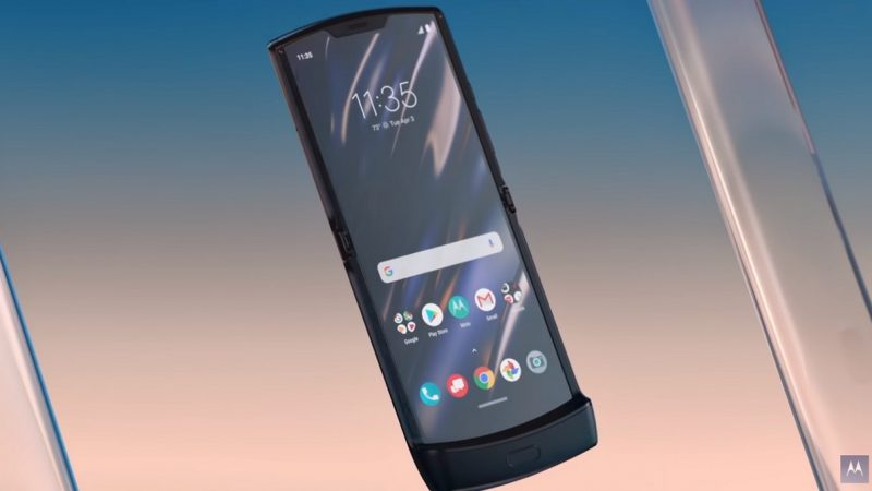 Motorola Razr : le premier smartphone pliable de la marque est officiel