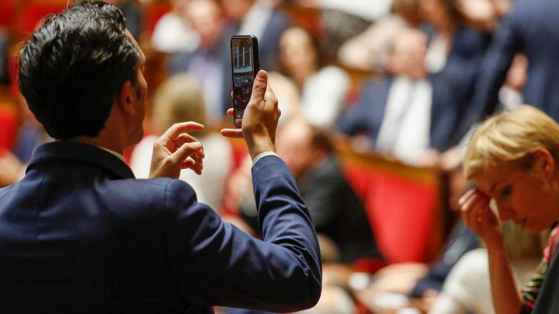 Clin d'oeil : combien coûte en moyenne par an un sénateur en téléphonie mobile ?