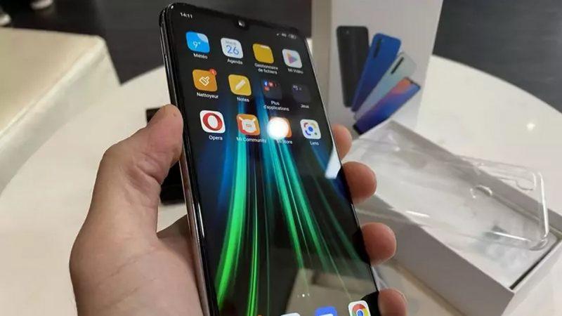 Smartphones disponibles chez Free Mobile : lequel choisir si vous avez un budget de 300 euros ?