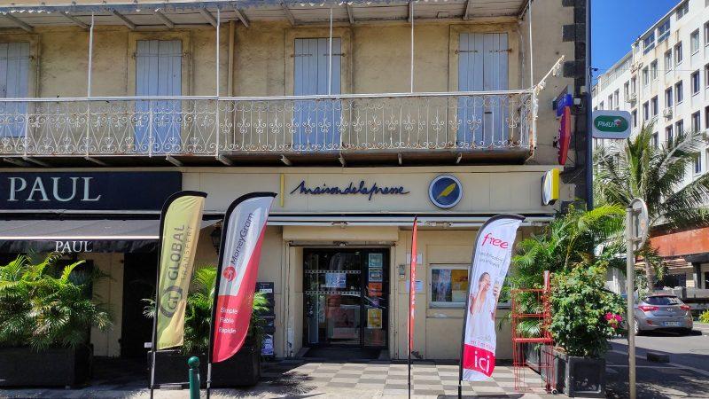 Afin de pallier la fermeture des Free Centers, Free  déploie ses bornes dans les maisons de la presse à la Réunion