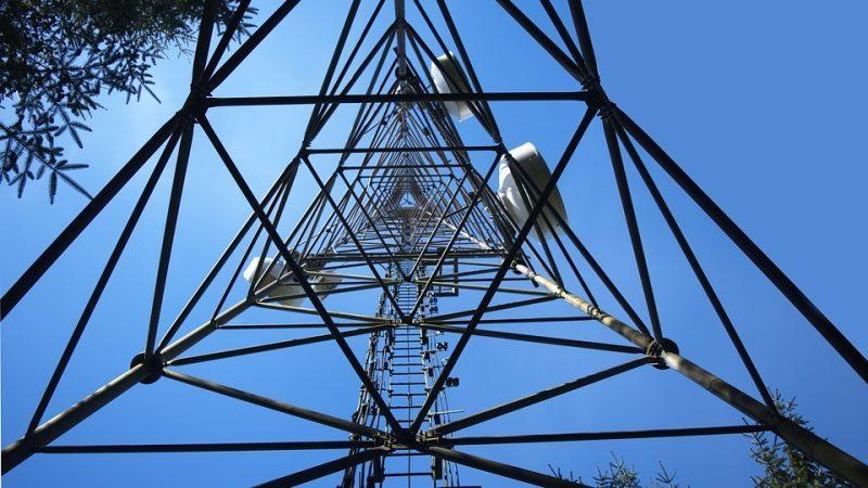 Une antenne 4G de Free Mobile sort de terre en plein confinement dans une petite commune, pour le plus grand plaisir des riverains