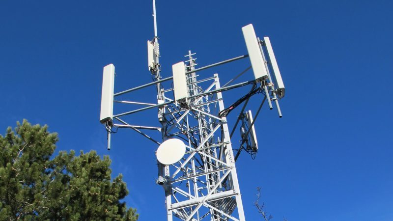 Free Mobile : des habitants tentent d'empêcher pacifiquement l'installation d'une antenne