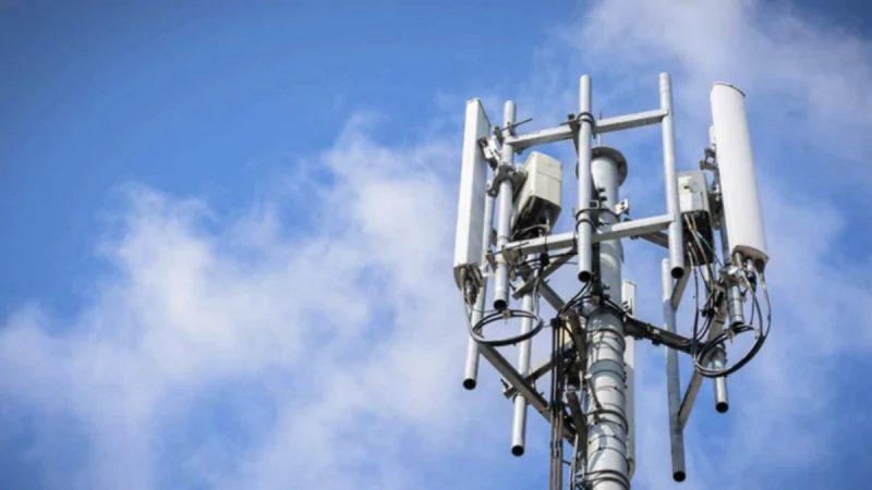 Face à une antenne-relais de Free, un collectif multiplie les actions