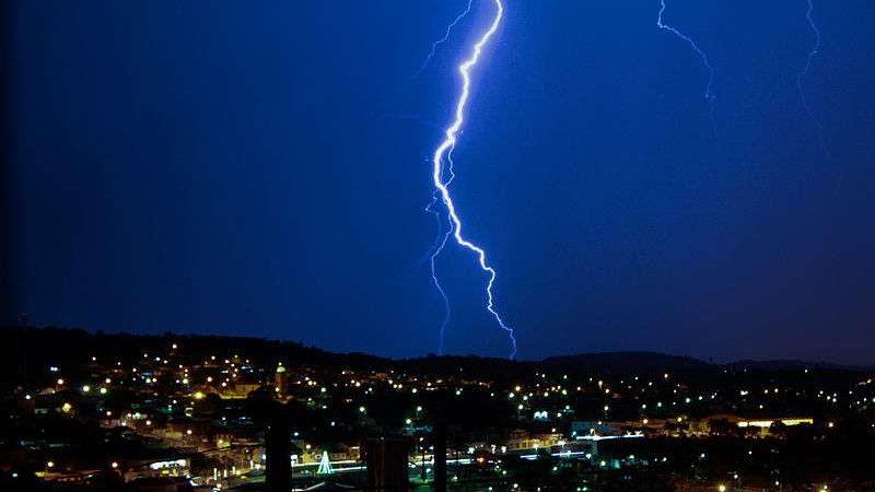 Alerte orages dans 13 départements: les conseils pour protéger votre Freebox