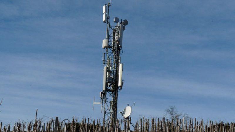 Prison ferme pour deux militants anti-5G après la destruction au cocktail Molotov d'une antenne-relais