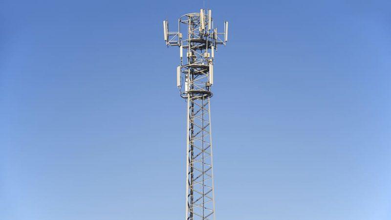 Clin d'oeil : coincé la nuit en haut d'une antenne mobile