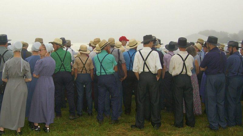 Clin d'oeil : des Amish débarquent à Paris pour militer contre la 5G