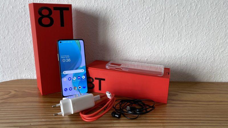 Test du OnePlus 8T par Univers Freebox : un smartphone provoquant l'effet waouh à plusieurs niveaux