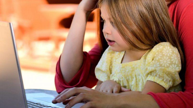 Usages des écrans : Bouygues Telecom distille 8 conseils à destination des parents