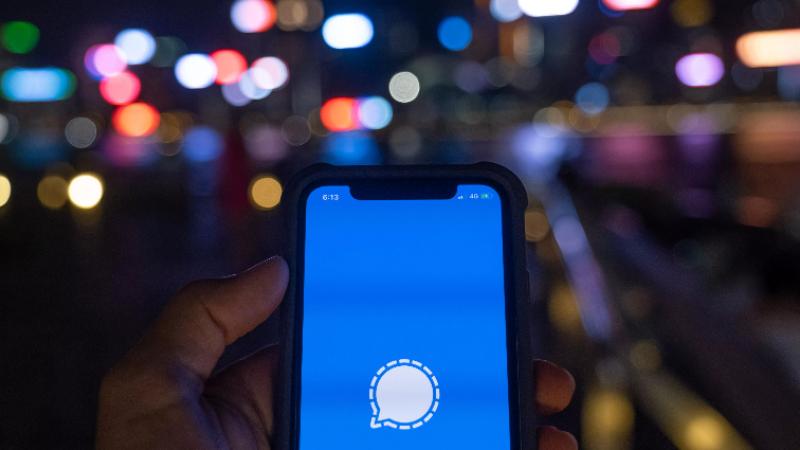 Face aux nouvelles règles de WhatsApp, l'application de messagerie concurrente Signal explose les compteurs