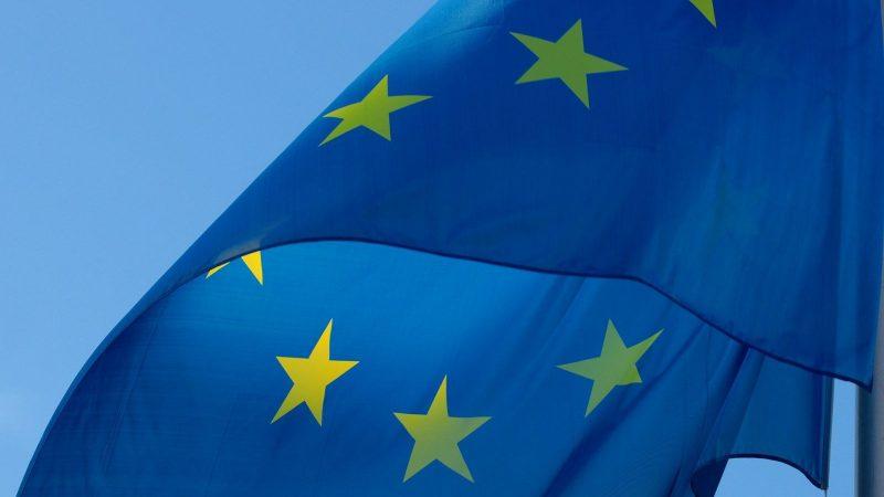 iOS : la Commission Européenne avertit Apple concernant sa fonctionnalité anti-traçeurs