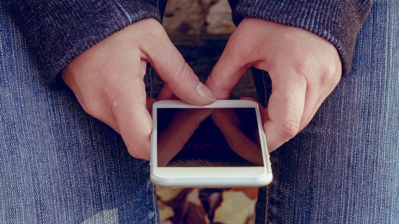 Smartphones : une étude révèle une addiction jusque sous la couette
