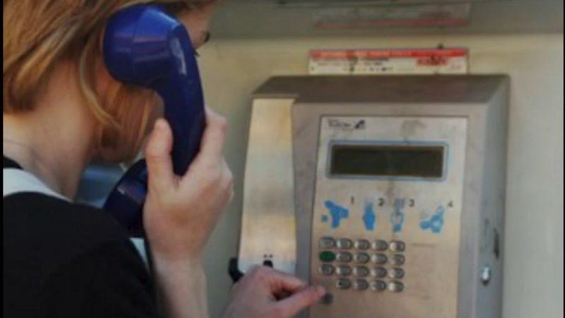 Redécouvrez l'histoire de la cabine téléphonique en vidéo
