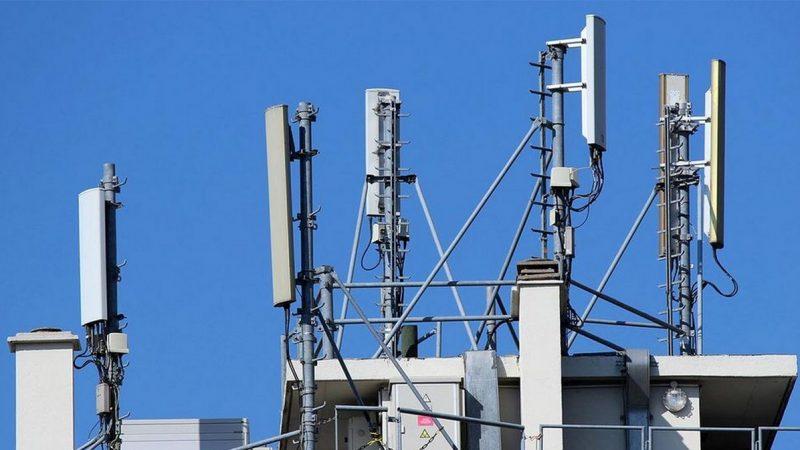 Antennes-relais : un maire gèle les installations, Free Mobile et ses rivaux invités à la mutualisation