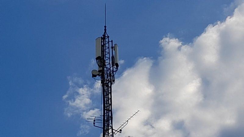 Free Mobile : plusieurs milliers de voix s'élèvent contre un pylône