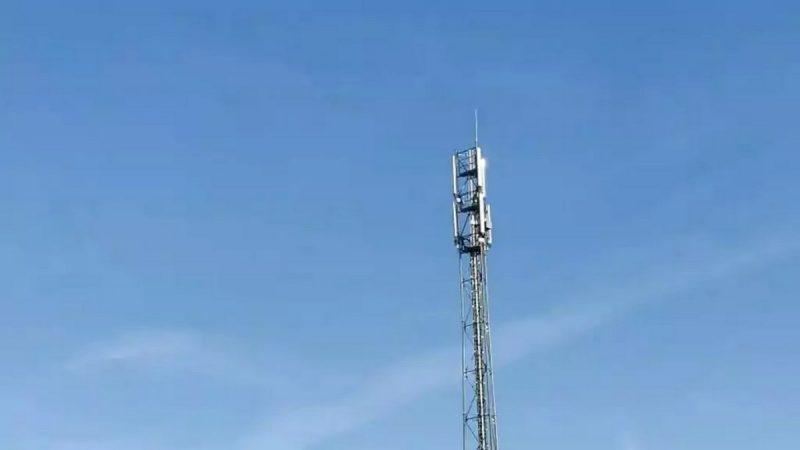 """Free Mobile : sous pression, un maire reconnait """"une erreur"""" et se lance dans un bras de fer avec l'opérateur"""