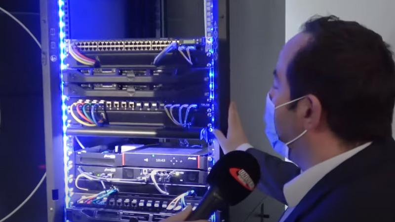Découvrez en vidéo comment la nouvelle Freebox Pro s'intègre dans une baie informatique