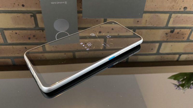 Test de l'Asus Zenfone 8 : un smartphone haut de gamme au format compact