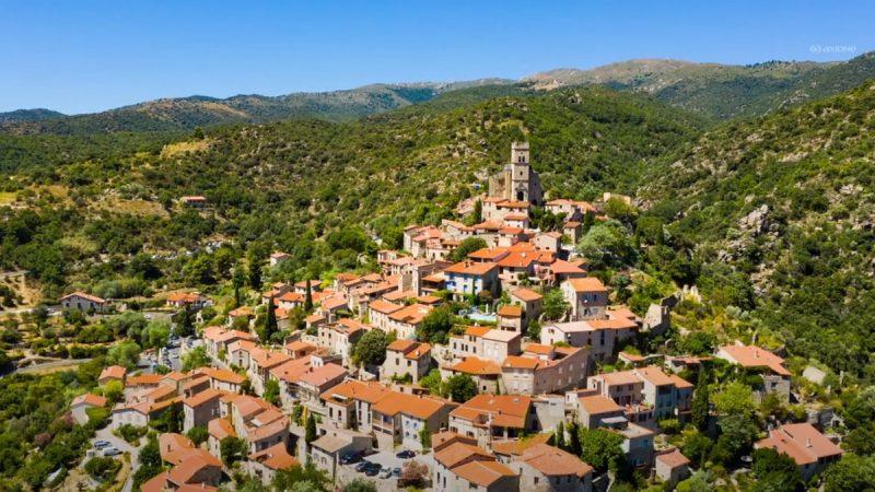 Comment fibrer l'un des plus beaux villages de France, malgré les contraintes