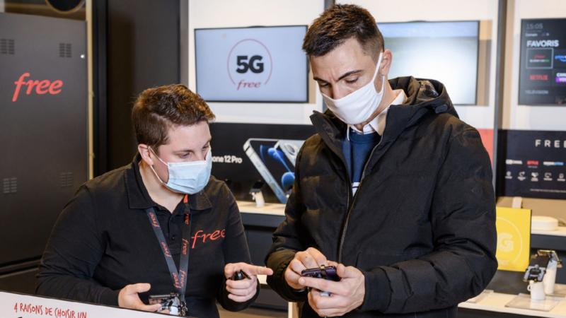 """Les Free Center proposent désormais en """"libre toucher"""" des smartphones reconditionnés"""