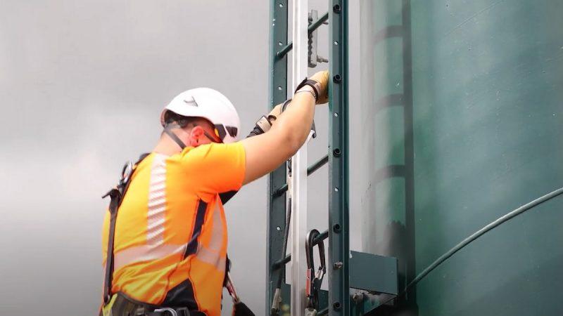 Découvrez le quotidien des techniciens télécoms grâce aux tutos sécurité d'Axione